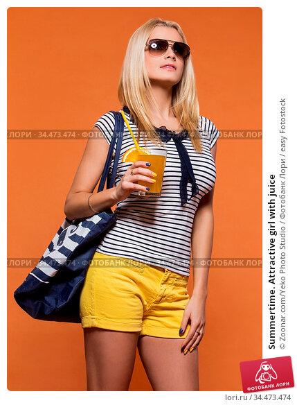 Summertime. Attractive girl with juice. Стоковое фото, фотограф Zoonar.com/Yeko Photo Studio / easy Fotostock / Фотобанк Лори