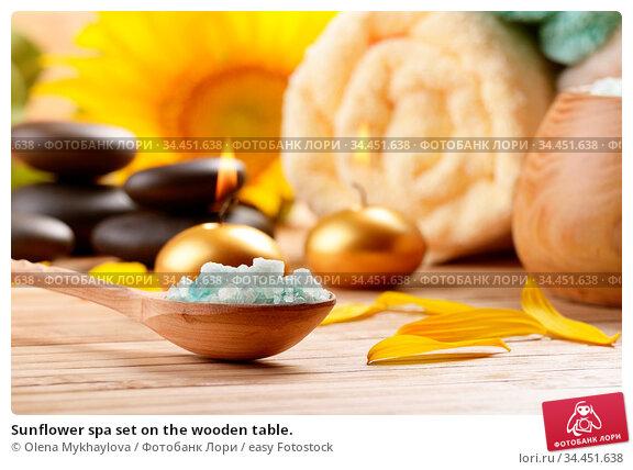 Sunflower spa set on the wooden table. Стоковое фото, фотограф Olena Mykhaylova / easy Fotostock / Фотобанк Лори
