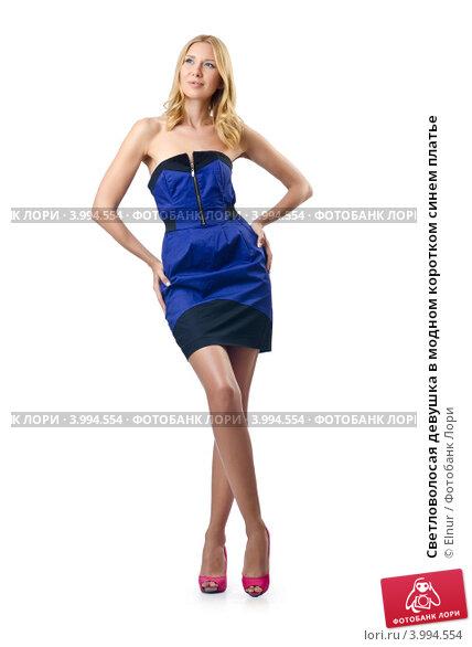 Девушка в коротком синем платье