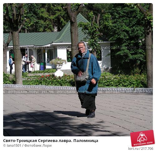 Свято-Троицкая Сергиева лавра. Паломница, эксклюзивное фото № 217706, снято 23 июня 2007 г. (c) lana1501 / Фотобанк Лори