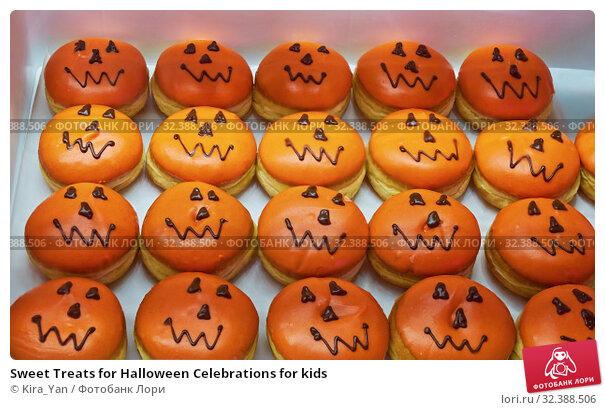 Купить «Sweet Treats for Halloween Celebrations for kids», фото № 32388506, снято 2 ноября 2019 г. (c) Kira_Yan / Фотобанк Лори