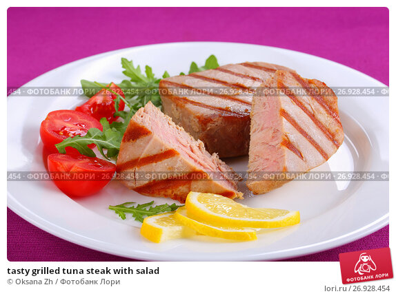 Купить «tasty grilled tuna steak with salad», фото № 26928454, снято 22 февраля 2019 г. (c) Oksana Zh / Фотобанк Лори