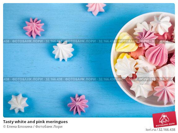 Купить «Tasty white and pink meringues», фото № 32166438, снято 21 августа 2019 г. (c) Елена Блохина / Фотобанк Лори