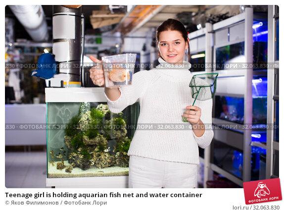 Teenage girl is holding aquarian fish net and water container. Стоковое фото, фотограф Яков Филимонов / Фотобанк Лори