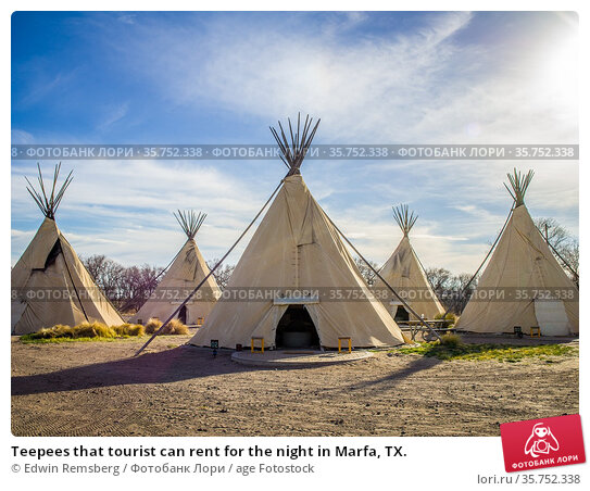Teepees that tourist can rent for the night in Marfa, TX. Стоковое фото, фотограф Edwin Remsberg / age Fotostock / Фотобанк Лори