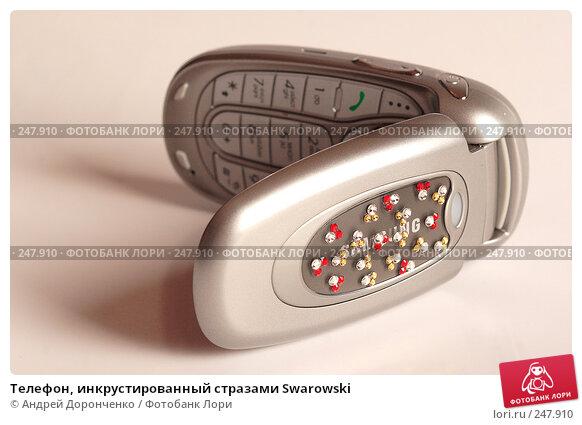 Купить «Телефон, инкрустированный стразами Swarowski», фото № 247910, снято 21 марта 2018 г. (c) Андрей Доронченко / Фотобанк Лори