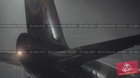 Купить «Thai Airways plane is going to be unloaded. Winter night at Domodedovo Airport», видеоролик № 28406634, снято 18 декабря 2017 г. (c) Данил Руденко / Фотобанк Лори