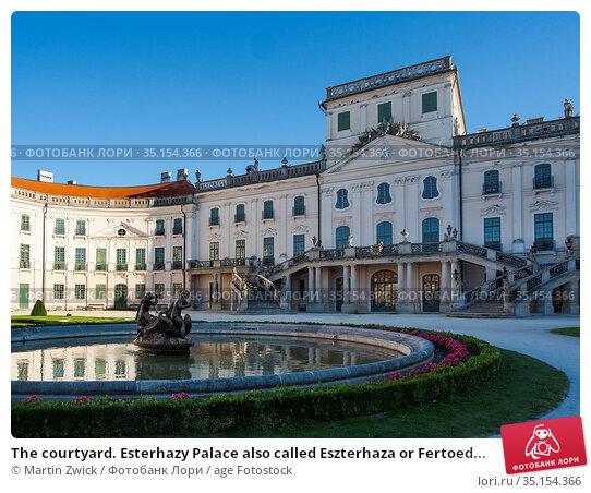 The courtyard. Esterhazy Palace also called Eszterhaza or Fertoed... Стоковое фото, фотограф Martin Zwick / age Fotostock / Фотобанк Лори