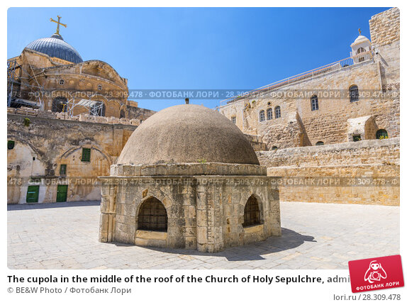 Купить «The cupola in the middle of the roof of the Church of Holy Sepulchre, admits light to St Helena's crypt and dome Ethiopian Monastery in Jerusalem, Israel», фото № 28309478, снято 22 февраля 2019 г. (c) BE&W Photo / Фотобанк Лори