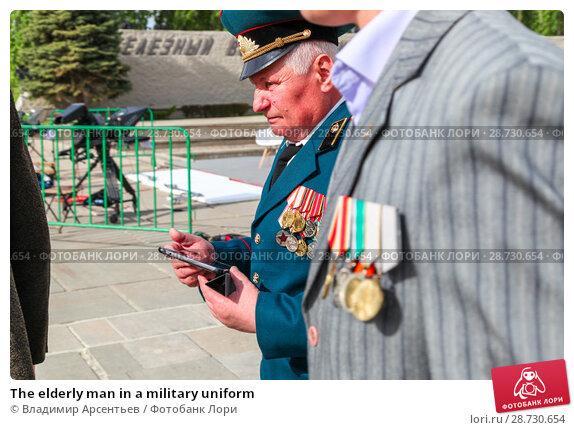 Купить «The elderly man in a military uniform», фото № 28730654, снято 9 мая 2018 г. (c) Владимир Арсентьев / Фотобанк Лори