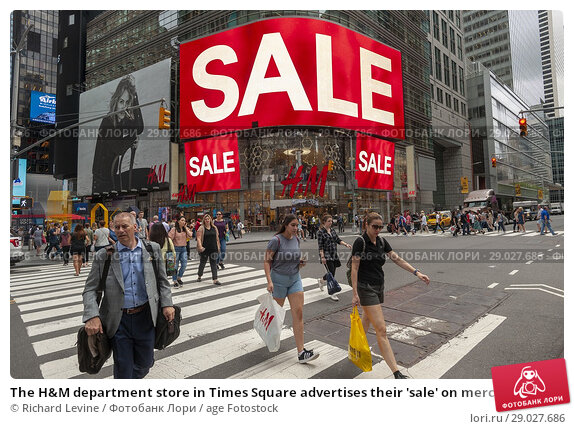 Купить «The H&M department store in Times Square advertises their 'sale' on merchandise, seen on Thursday, July 26, 2018. H&M is recently reported to have in the...», фото № 29027686, снято 26 июля 2018 г. (c) age Fotostock / Фотобанк Лори