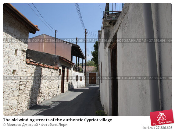Купить «The old winding streets of the authentic Cypriot village», фото № 27386698, снято 24 августа 2017 г. (c) Моисеев Дмитрий / Фотобанк Лори