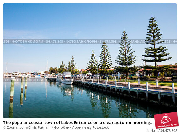 The popular coastal town of Lakes Entrance on a clear autumn morning... Стоковое фото, фотограф Zoonar.com/Chris Putnam / easy Fotostock / Фотобанк Лори
