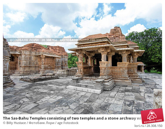 Купить «The Sas-Bahu Temples consisting of two temples and a stone archway with exquisite carvings depicting Hindu deities, near Udaipur, Rajasthan, India, Asia», фото № 28308150, снято 21 августа 2017 г. (c) age Fotostock / Фотобанк Лори