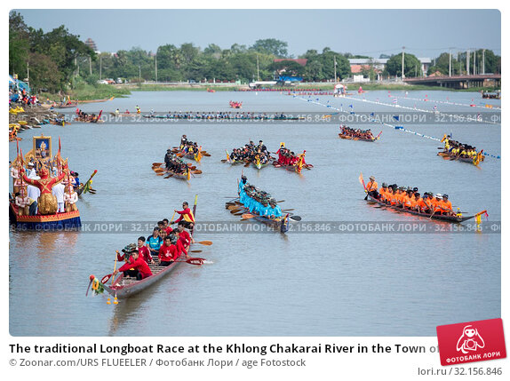 The traditional Longboat Race at the Khlong Chakarai River in the Town of Phimai in the Provinz Nakhon Ratchasima in Isan in Thailand. Thailand, Phimai, November, 2017. Стоковое фото, фотограф Zoonar.com/URS FLUEELER / age Fotostock / Фотобанк Лори