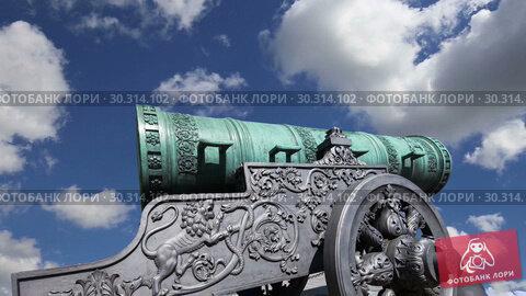 Купить «The Tsar Cannon, Moscow Kremlin, Russia -- is a large, 5.94 metres (19.5 ft) long cannon on display on the grounds of the Moscow Kremlin», видеоролик № 30314102, снято 15 марта 2019 г. (c) Владимир Журавлев / Фотобанк Лори