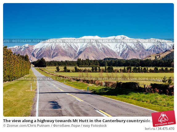 The view along a highway towards Mt Hutt in the Canterbury countryside... Стоковое фото, фотограф Zoonar.com/Chris Putnam / easy Fotostock / Фотобанк Лори