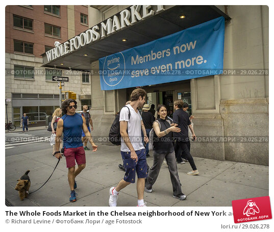 Купить «The Whole Foods Market in the Chelsea neighborhood of New York advertises Amazon's offer to Prime members of an extra 10% discount on select sale items...», фото № 29026278, снято 28 июня 2018 г. (c) age Fotostock / Фотобанк Лори
