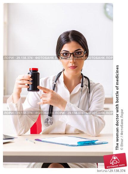 Купить «The woman doctor with bottle of medicines», фото № 29138374, снято 5 июля 2018 г. (c) Elnur / Фотобанк Лори