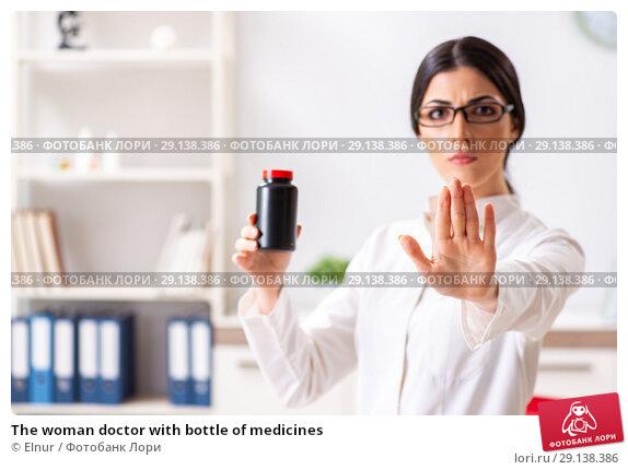 Купить «The woman doctor with bottle of medicines», фото № 29138386, снято 5 июля 2018 г. (c) Elnur / Фотобанк Лори