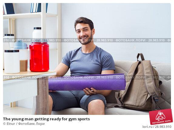 Купить «The young man getting ready for gym sports», фото № 28983910, снято 25 июля 2017 г. (c) Elnur / Фотобанк Лори