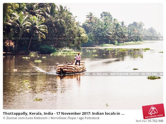 Thottappally, Kerala, India - 17 November 2017: Indian locals in ... Стоковое фото, фотограф Zoonar.com/Loes Kieboom / age Fotostock / Фотобанк Лори