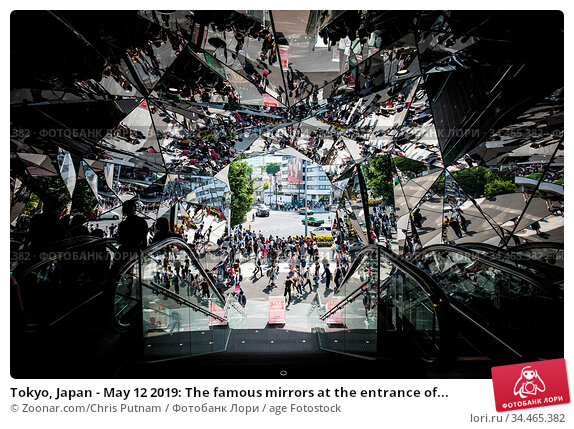 Tokyo, Japan - May 12 2019: The famous mirrors at the entrance of... Стоковое фото, фотограф Zoonar.com/Chris Putnam / age Fotostock / Фотобанк Лори