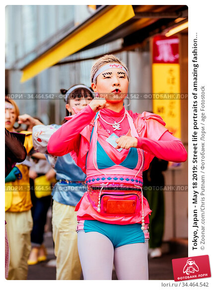Tokyo, Japan - May 18 2019: Street life portraits of amazing fashion... Стоковое фото, фотограф Zoonar.com/Chris Putnam / age Fotostock / Фотобанк Лори