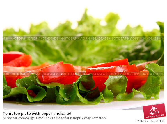 Tomatoe plate with peper and salad. Стоковое фото, фотограф Zoonar.com/Sergejs Rahunoks / easy Fotostock / Фотобанк Лори