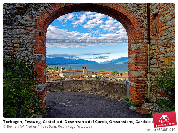 Torbogen, Festung, Castello di Desenzano del Garda, Ortsansicht, Gardasee. Стоковое фото, фотограф Bernd J. W. Fiedler / age Fotostock / Фотобанк Лори