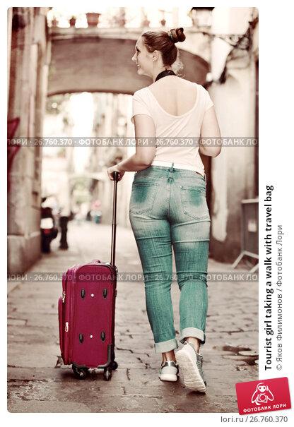 Tourist girl taking a walk with travel bag, фото № 26760370, снято 4 мая 2017 г. (c) Яков Филимонов / Фотобанк Лори