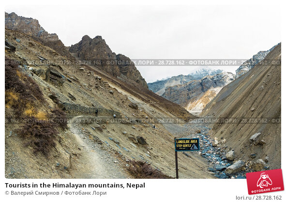 Купить «Tourists in the Himalayan mountains, Nepal», фото № 28728162, снято 6 апреля 2018 г. (c) Валерий Смирнов / Фотобанк Лори