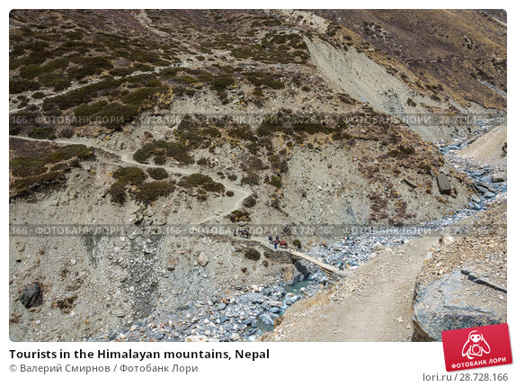 Купить «Tourists in the Himalayan mountains, Nepal», фото № 28728166, снято 6 апреля 2018 г. (c) Валерий Смирнов / Фотобанк Лори