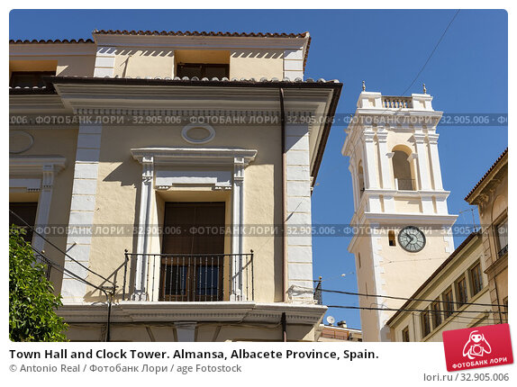 Town Hall and Clock Tower. Almansa, Albacete Province, Spain. Стоковое фото, фотограф Antonio Real / age Fotostock / Фотобанк Лори
