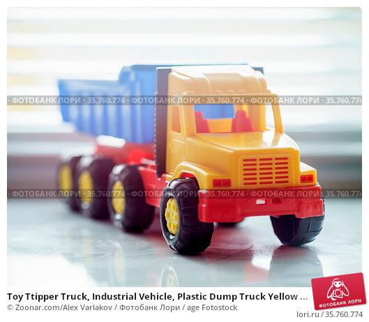 Toy Ttipper Truck, Industrial Vehicle, Plastic Dump Truck Yellow ... Стоковое фото, фотограф Zoonar.com/Alex Varlakov / age Fotostock / Фотобанк Лори