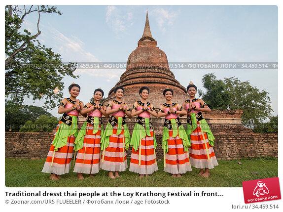 Traditional dresst thai people at the Loy Krathong Festival in front... Стоковое фото, фотограф Zoonar.com/URS FLUEELER / age Fotostock / Фотобанк Лори