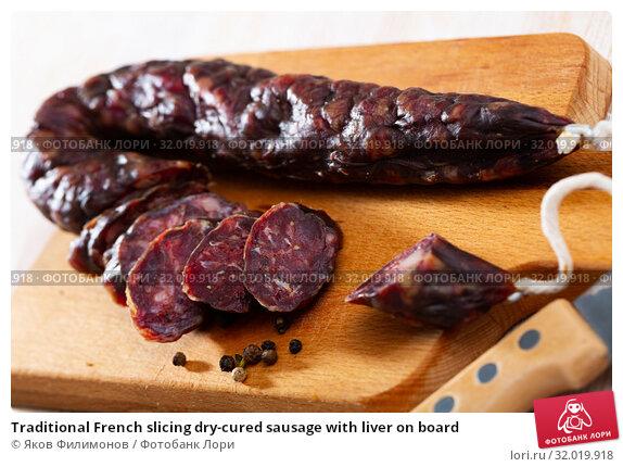 Купить «Traditional French slicing dry-cured sausage with liver on board», фото № 32019918, снято 15 сентября 2019 г. (c) Яков Филимонов / Фотобанк Лори