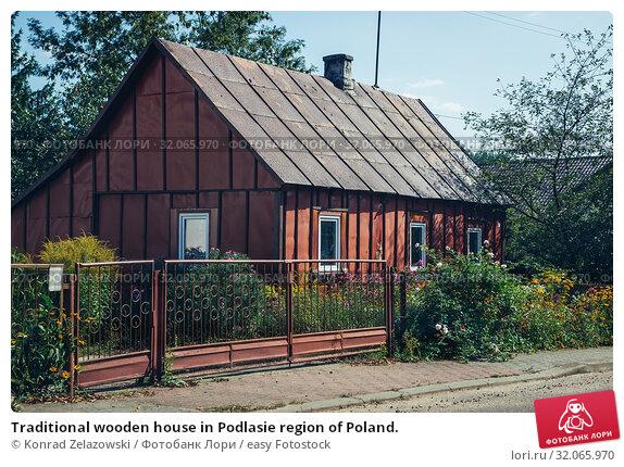 Traditional wooden house in Podlasie region of Poland. Стоковое фото, фотограф Konrad Zelazowski / easy Fotostock / Фотобанк Лори