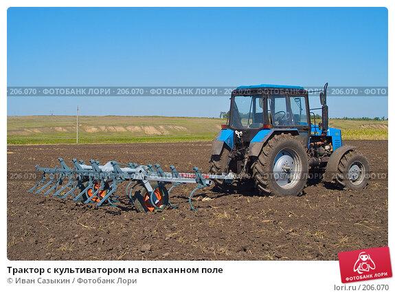 Трактор с культиватором на вспаханном поле, фото № 206070, снято 7 сентября 2004 г. (c) Иван Сазыкин / Фотобанк Лори