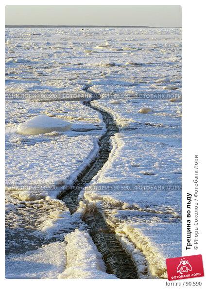 Трещина во льду, фото № 90590, снято 30 мая 2017 г. (c) Игорь Соколов / Фотобанк Лори
