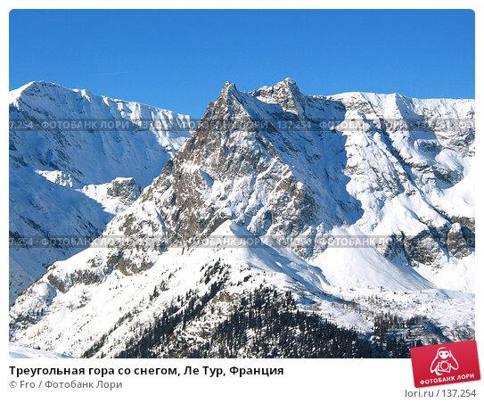 Треугольная гора со снегом, Ле Тур, Франция, фото № 137254, снято 24 октября 2016 г. (c) Fro / Фотобанк Лори