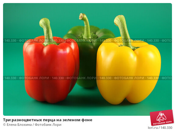 Три разноцветных перца на зеленом фоне, фото № 140330, снято 24 июля 2007 г. (c) Елена Блохина / Фотобанк Лори