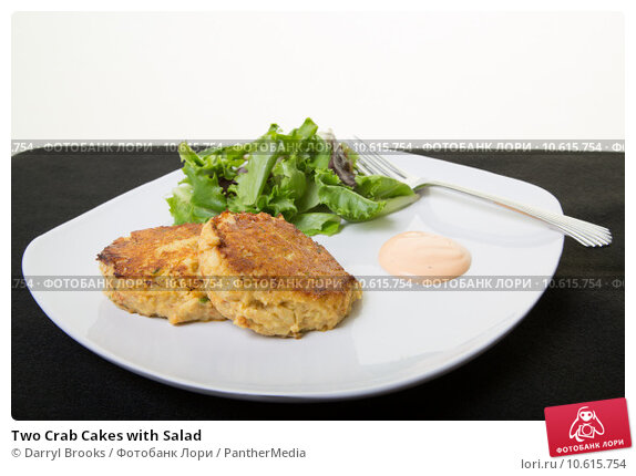 Two Crab Cakes with Salad. Стоковое фото, фотограф Darryl Brooks / PantherMedia / Фотобанк Лори