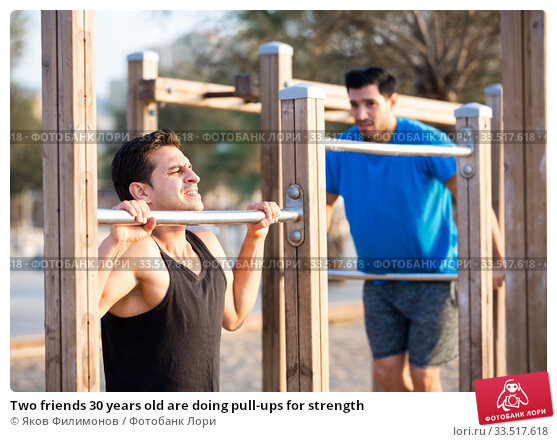 Купить «Two friends 30 years old are doing pull-ups for strength», фото № 33517618, снято 6 сентября 2017 г. (c) Яков Филимонов / Фотобанк Лори