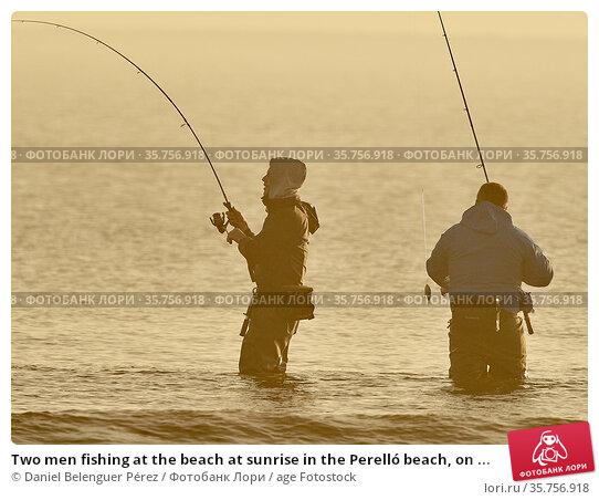 Two men fishing at the beach at sunrise in the Perelló beach, on ... (2018 год). Редакционное фото, фотограф Daniel Belenguer Pérez / age Fotostock / Фотобанк Лори