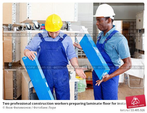 Купить «Two professional construction workers preparing laminate floor for installation», фото № 33485926, снято 4 мая 2018 г. (c) Яков Филимонов / Фотобанк Лори