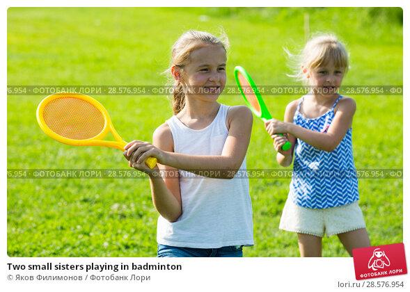 Купить «Two small sisters playing in badminton», фото № 28576954, снято 20 июля 2017 г. (c) Яков Филимонов / Фотобанк Лори