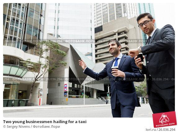 Two young businessmen hailing for a taxi, фото № 26036294, снято 4 апреля 2015 г. (c) Sergey Nivens / Фотобанк Лори