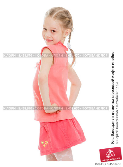Девочка в розовой кофте и клетчатой юбке с мягкой