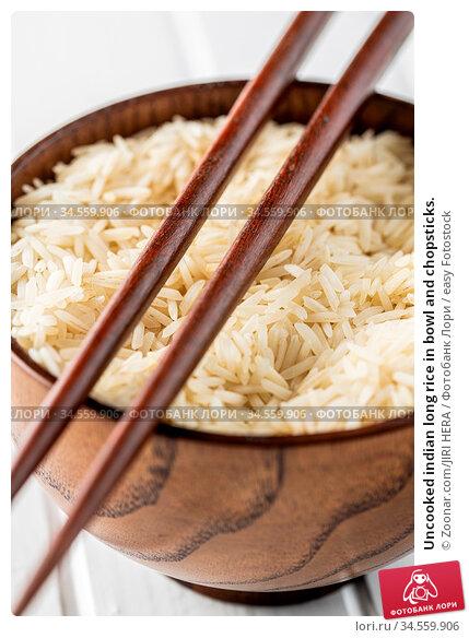 Uncooked indian long rice in bowl and chopsticks. Стоковое фото, фотограф Zoonar.com/JIRI HERA / easy Fotostock / Фотобанк Лори
